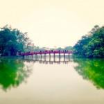Kilpikonnajärven temppeliin vievä silta