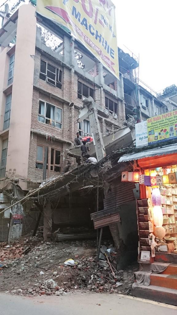 Keväisen maanjäristyksen jälkiä. Kuva: Herman Böök