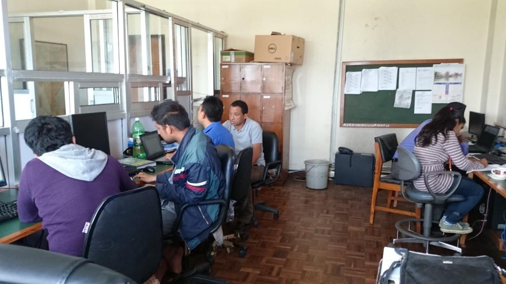 -Nepalit ja bhutanit tekevät ryhmätyötä sääpalvelun modernisointiin ja automatisointiin liittyen