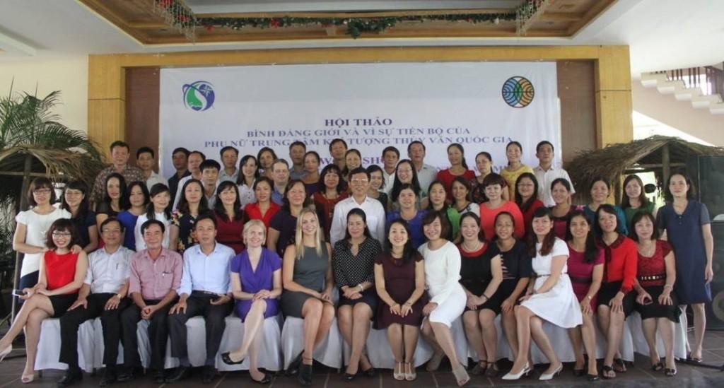 Työpajan osallistujat ryhmäkuvassa. Kuva: Ilona Láng