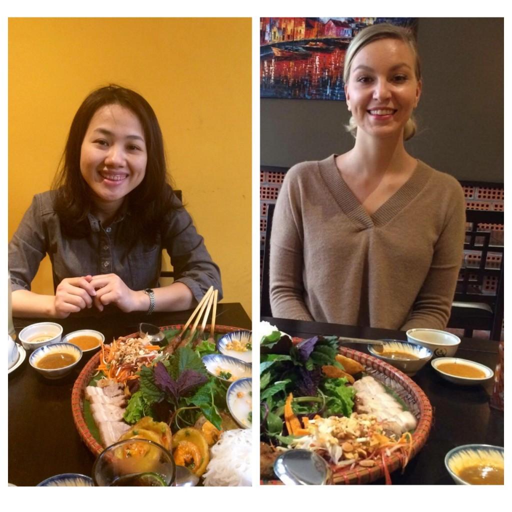 Raskaan työn lomassa pitää muistaa syödä. Ilona ja projektikoordinaattorimme Thanh lounaalla vietnamilaiseen tyyliin.