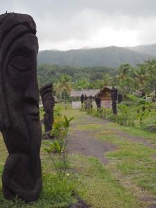 Vanuatun maisemia eli patsaita ja tulivuoria. Kuvat: Ilona Lang