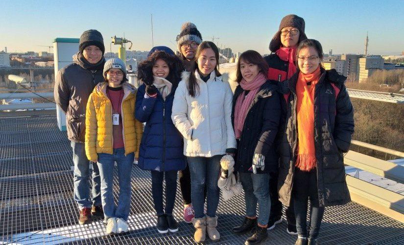 Vietnamilaiset meteorologit opissa Suomessa: säämalleja, yhteistyötä ja hiihtoa